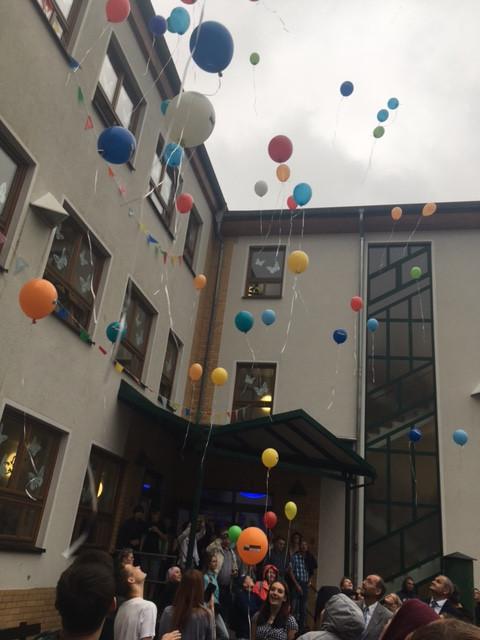 Zeichen setzen mit Luftballons mit dem SoR - SmC Logo