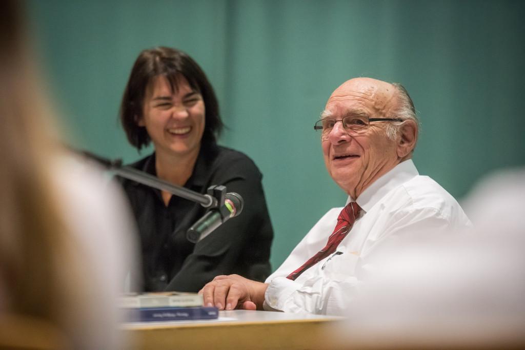 Frau Dr. Kerstin Möhring im Gespräch mit Herrn Nossen